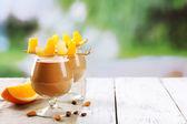 Masaya servis espresso kokteyl — Stok fotoğraf