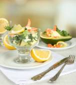Tasty salads with shrimps — Stock fotografie