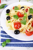 Spaghetti with tomatoes — Stock Photo