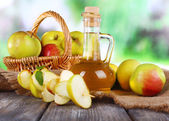 Apple cider vinegar and apples — Stock Photo