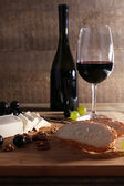 Wine, cheese and grapes — Stock Photo