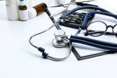 Stethoscope, pills, glasses and calculator — Stock Photo