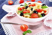 Spaghetti with tomatoes and olives — Stock Photo