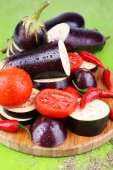 Chopped aubergines with tomatoes and chilly pepper — Stock Photo