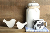 Can for milk and mug of milk — Stockfoto