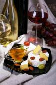 Camembert and Brie cheese, honey, wine, grapes and wine barrel — Foto Stock