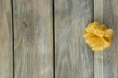 Wooden background with  bow — 图库照片