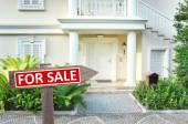 Nuova casa in vendita — Foto Stock