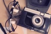 Retro camera with glasses — Stockfoto