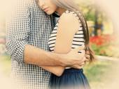 Casal jovem feliz ao ar livre — Fotografia Stock
