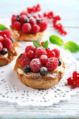 Sweet cakes with berries — Stockfoto