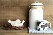 Retro can for milk and mug — Foto de Stock