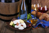 Supper consisting of Camembert and Brie cheese — Stockfoto
