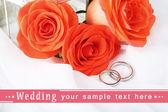 結婚指輪結婚式の花束に — ストック写真