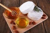 Camembert cheese, honey in glass bowl — Foto de Stock