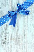 Wooden background with bow — Stockfoto