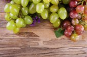 Bunches of grapes on wooden background — Stock Photo