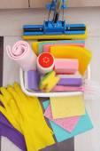 Raccolta di strumenti e prodotti di pulizia — Foto Stock