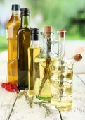 Different sorts of cooking oil — Stock Photo