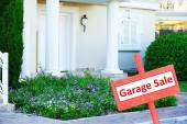 Garage sale sign in front of house — Stock Photo
