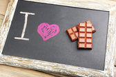 I love chocolate written on chalkboard, close-up — Foto Stock