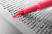 Pink marker highlighting word — Stock Photo