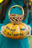 Girl holding pumpkin — Stok fotoğraf