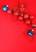 červené vánoční ozdoby — Stock fotografie