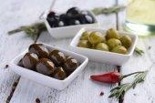 不同腌制的橄榄 — 图库照片