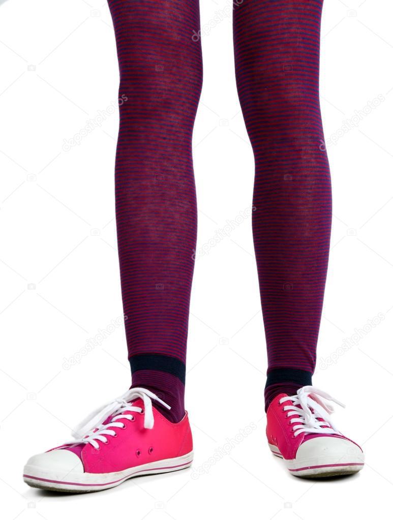 Красивые ножки в кросовках и носочках фото 264-609