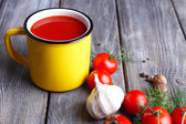 Homemade tomato juice in color mug, spices and fresh tomatoes — Stock Photo