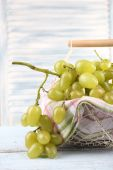 Ripe grapes in metal basket with napkin — Stock Photo