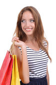 Mooie jonge vrouw met boodschappentassen geïsoleerd op wit — Stockfoto