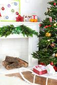 Christmas tree near fireplace — Stockfoto