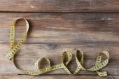 Love word formed with measuring tape on wooden background — Stock fotografie