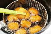 Cutlets in deep fryer — Stock Photo