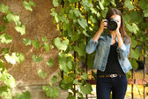 Beautiful young photography take photos outdoors in park — Stock Photo