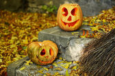 Pumpkins and broom for holiday Halloween — Stock Photo