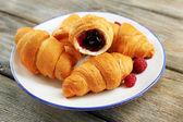 Frühstück mit frischen croissants — Stockfoto