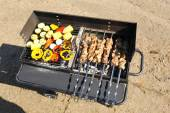 Skewers and vegetableq on barbecue grill, close-up — Stock Photo