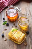 Fresh honey on table — ストック写真