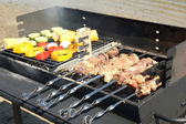 Skewers and vegetableq on barbecue grill — Stock Photo