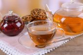 Teapot and cup of tea on table — Stock Photo