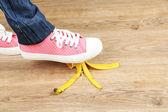 Shoe slips on banana peel — Stockfoto