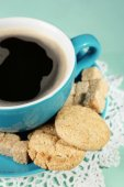 Cup of coffee and tasty cookie — Stock Photo