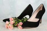 Woman shoes with flowers — Stock Photo