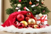 Red bag with Christmas toys — 图库照片