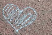Chalk heart on pavement — Fotografia Stock