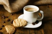 Cup of espresso and tasty cookie — Stock fotografie