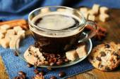 Cup of coffee and chocolate chip cookies — Stock Photo